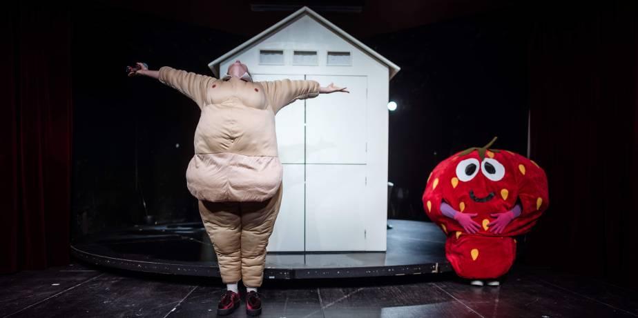 """Schlosstheater Moers probt das Stück """"Mutter aller Fragen"""" am 26.10.19  in Moers. Foto: Jakob Studnar / fotostudnar"""